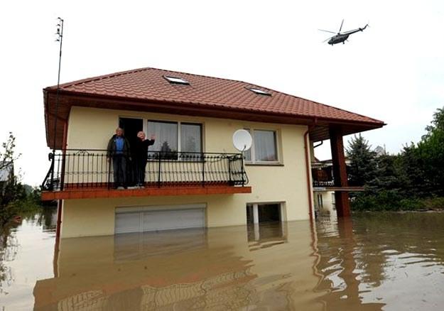 Zagrożona zalaniem jest jedna czwarta część miasta, która wcześniej ucierpiała w powodzi /AFP