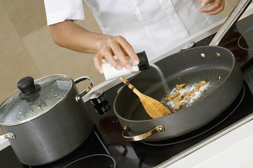 Zainwestuj w nowe naczynia. Skrócą czas twojej pracy i sprawią, że gotowanie stanie się przyjemniejsze /© Photogenica/Glow Images