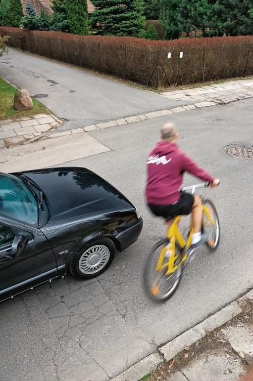 ZAJEŻDŻANIE DROGI – rowerzyści nie zdają sobie sprawy z ryzyka. /Motor