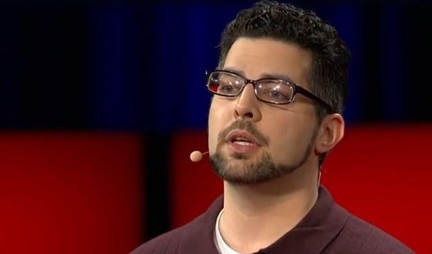 Zak Ebrahim podczas przemowy TED, fot. Youtube/TED /