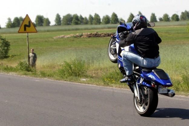 Zakaz jazdy motocyklem nie oznacza zakazu jazdy samochodem / Fot: Piotr Gajek /Agencja SE/East News