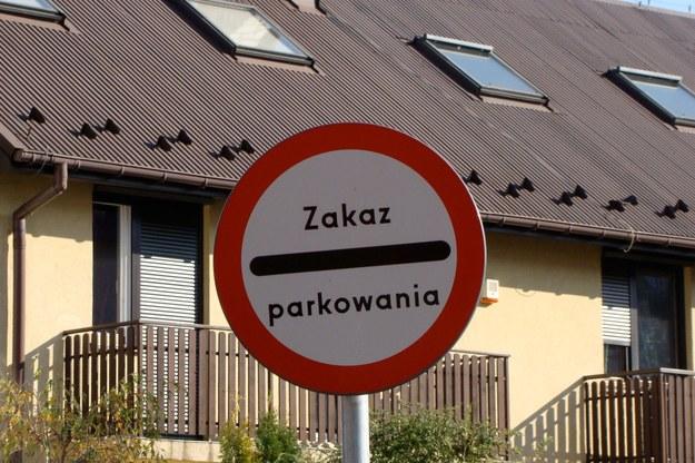 Zakaz ruchu czy parkowania? /poboczem.pl