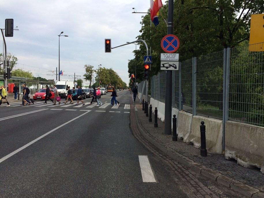 Zakazy parkowania stanęły już wokół Stadionu /Mariusz Piekarski (RMF FM) /RMF FM