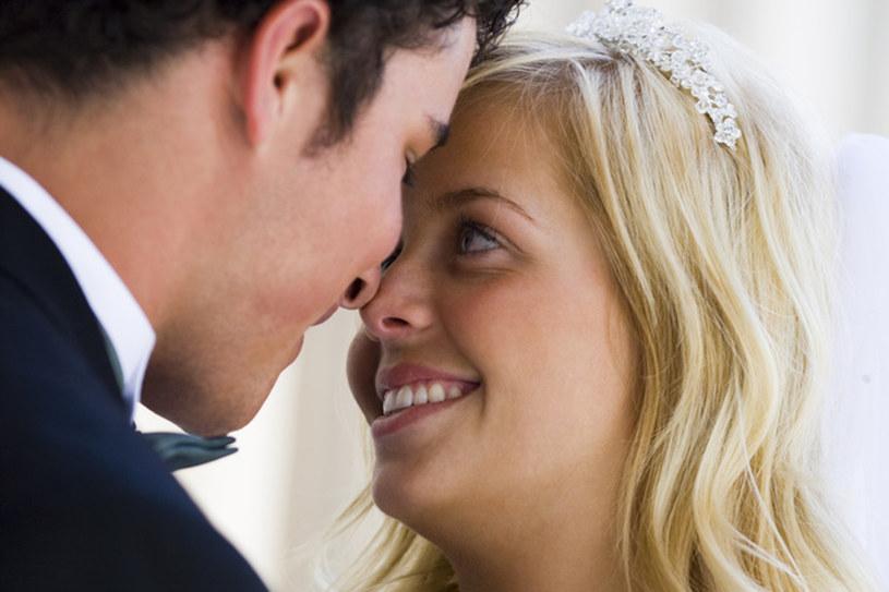 Zakochani statystycznie rzadziej zapadają na cukrzycę, alzheimera, choroby płuc. Udowodniły to m.in. badania prowadzone nad parami po ślubie /123RF/PICSEL