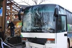 Zakopane: Autobus uderzył w budynek restauracji
