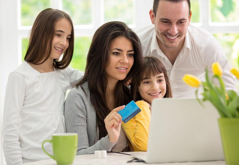 Zakupy pod rodzicielską kontrolą mogą być wspaniałą zabawą /©123RF/PICSEL