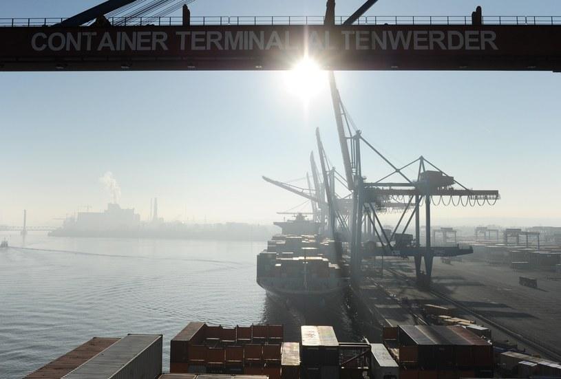 Załadunek w hamburskim porcie, kwiecień 2012 /ANGELIKA WARMUTH /AFP