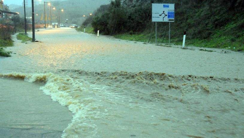 Zalane ulice w okolicy Nuoro w Sardynii /PAP/EPA