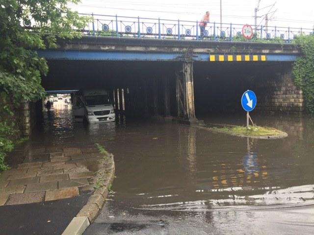 Zalany przejazd pod wiaduktem na Prądnickiej /Gorąca Linia  RMF FM /