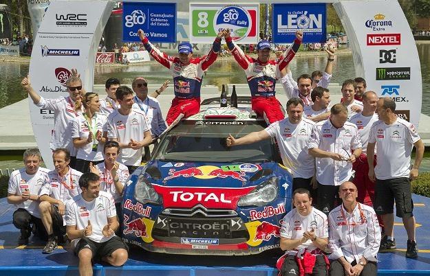 Załoga Loeb - Elena świętuje zwycięstwo /AFP
