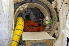 Załoga promu Atlantis w czasie przygotowań do startu