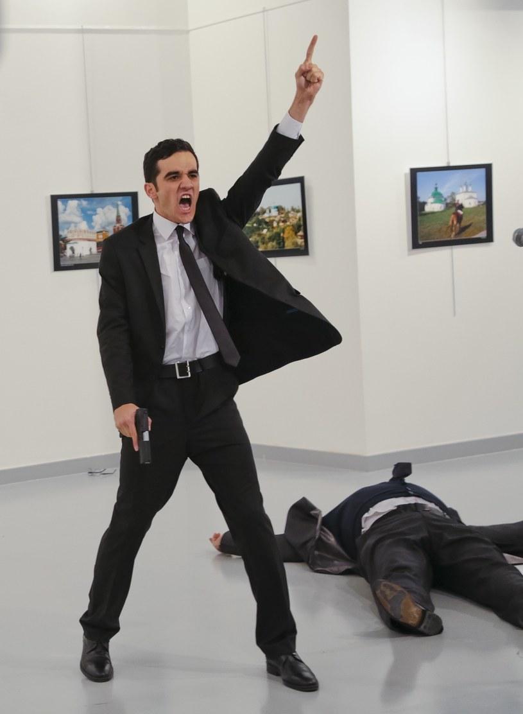 Zamachowiec na zdjęciu reportera AP /East News