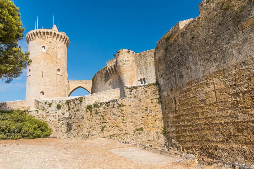 Zamek Bellver z XV w., kiedyś pałac królewski, później przerobiony na więzienie, obecnie muzeum /©123RF/PICSEL