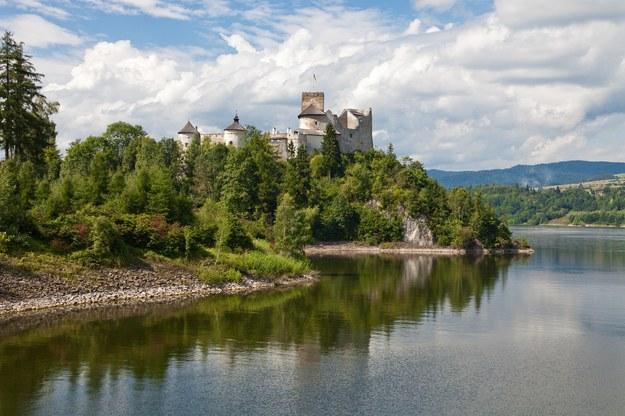 Zamek w Niedzicy nad Jeziorem Czorsztyńskim /123/RF PICSEL