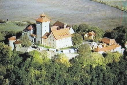 Zamek Wachsenburg. Z jego wieży pani Werner obserwowała atomowe testy na poligonie koło Ohrdrufu /Odkrywca