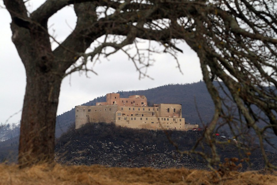Zamek został już wcześniej zniszczony przez wichurę /Janos Vajda    /PAP/EPA