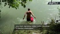 Zamiast jechać drogą, spływa rzeką. Mieszkaniec Monachium odkrył relaksującą drogę do pracy