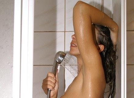 Zamiast kąpieli weź prysznic /Fot. Andrzej Szilagyj /MWMedia