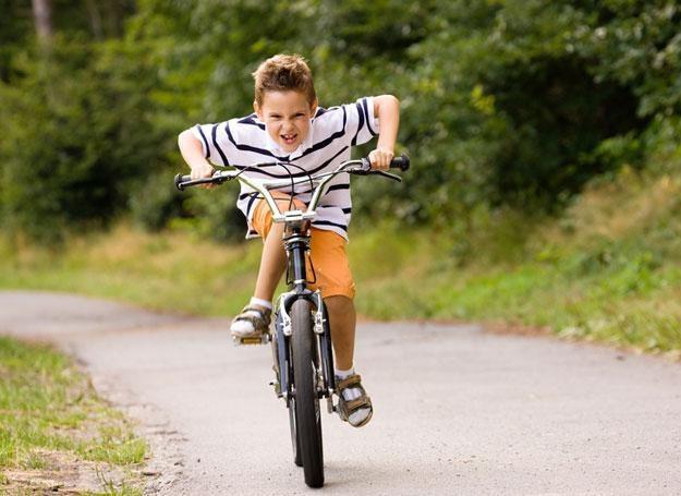 Zamiast spędzać wolny czas przed telewizorem, rodzice powinni zachęcać dzieci do ruchu /© Panthermedia