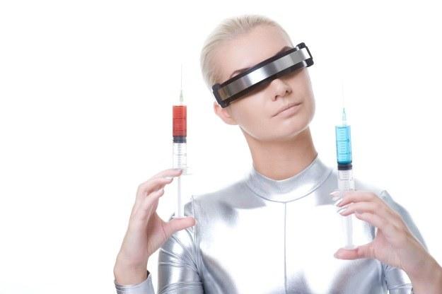 Zamiast strzykawek i pigułek, miniaturowe nanoboty - oto przyszłość medycyny /123RF/PICSEL