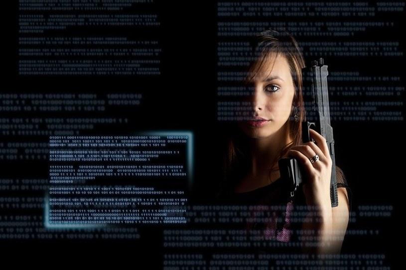Zamiast zadowalać się szybkimi atakami przynoszącymi mniejsze zyski, cyberprzestępcy wolą megawłamania. /©123RF/PICSEL