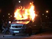 Marsz Niepodległości stał się okazją do regularnych bójek manifestantów z policją. Są ranni, straty materialne i ok. 200 zatrzymanych.