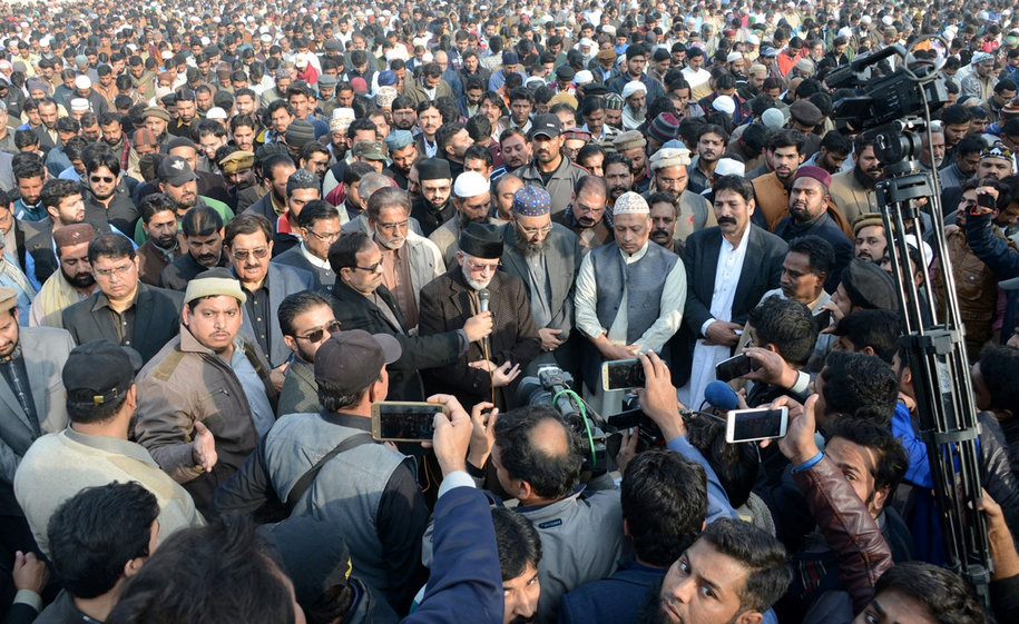 Zamieszki wybuchły w mieście Kasur kilka godzin przed pogrzebem Zainab Ansari /PAT HANDOUT /PAP/EPA