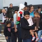 Zamknięci w przyczepach bez wentylacji, wody i jedzenia. 300 migrantów uratowanych