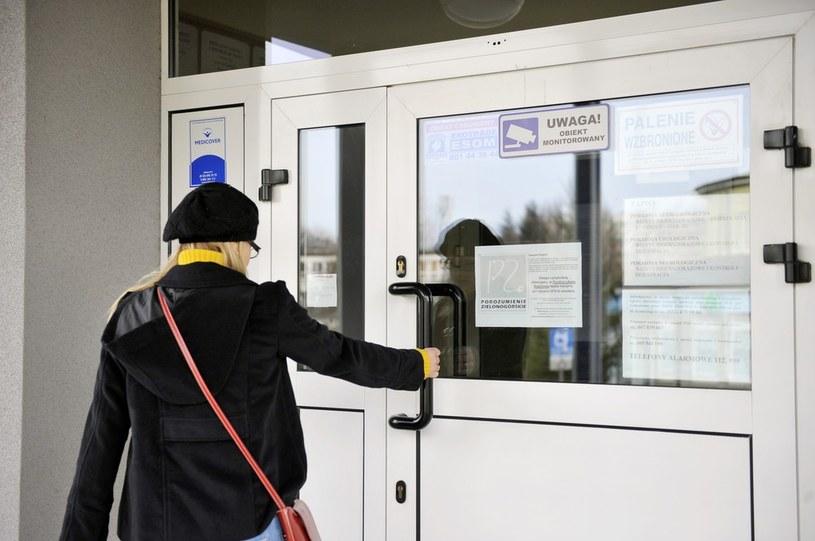 Zamknięte przychodnie lekarskie zostaną otwarte /Łukasz Kalinowski /East News