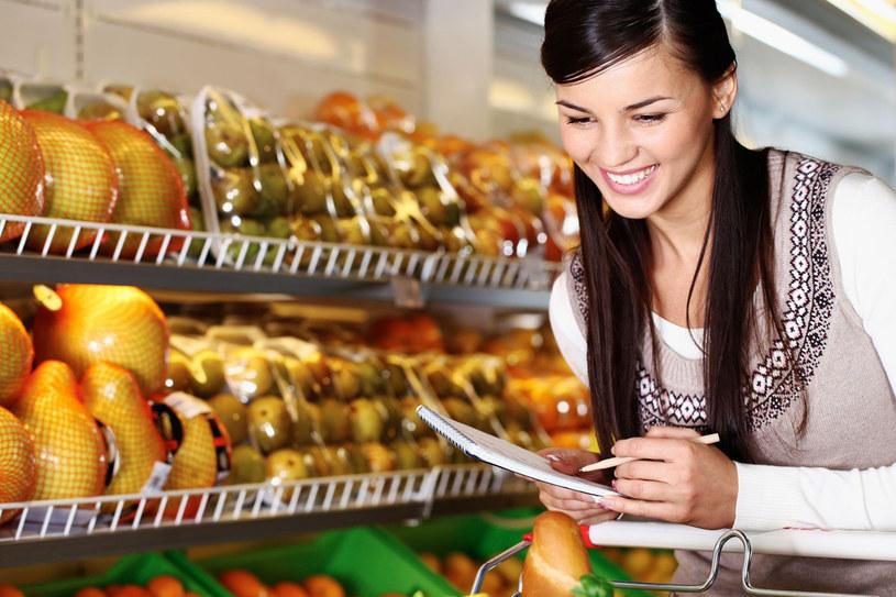 Zanim pójdziesz na zakupy zrób porządek w swojej głowie - przemyśl, czego potrzebujesz i stwórz porządną listę /©123RF/PICSEL