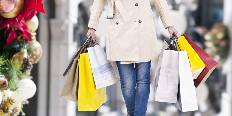 Zanim wyruszusz na świąteczne zakupy dobrze się do nich przygotuj! /©123RF/PICSEL