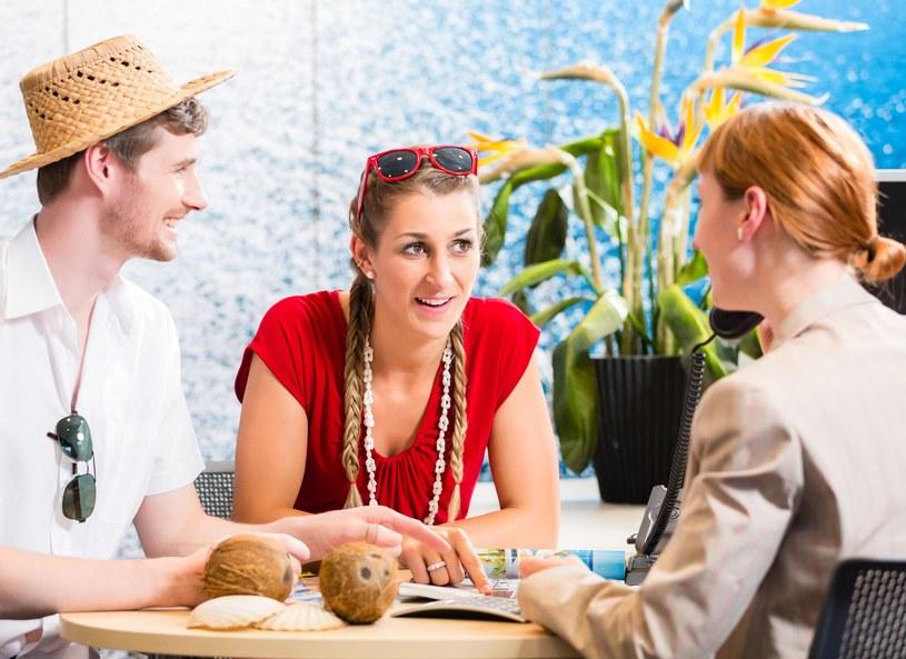 Zanim zgodzisz się na podpisanie umowy z biurem podróży, sprawdź wszytsko bardzo dokładnie /Picsel /123RF/PICSEL