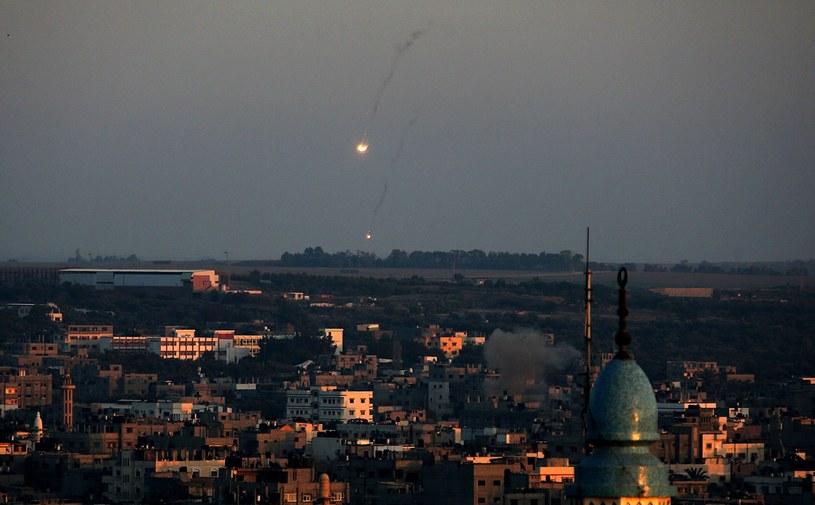 Zaostrza się sytuacja w Strefie Gazy /PAP/EPA