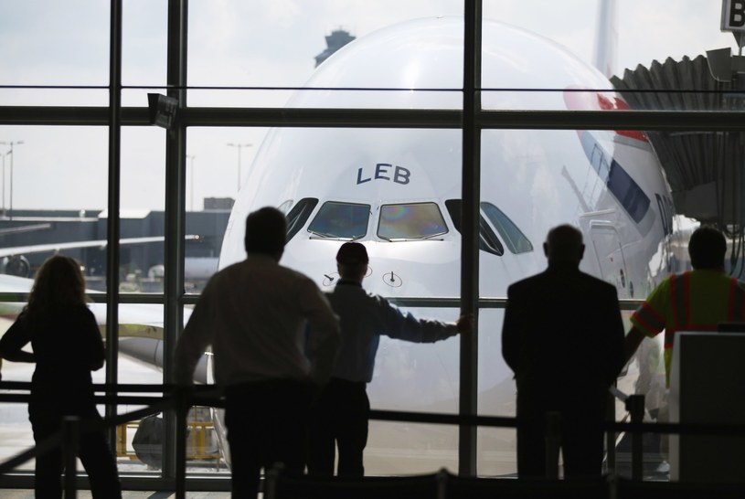 Zaostrzone procedury kontroli pasażerów przybywających z krajów dotkniętych ebolą wcześniej wprowadziły już USA. /AFP