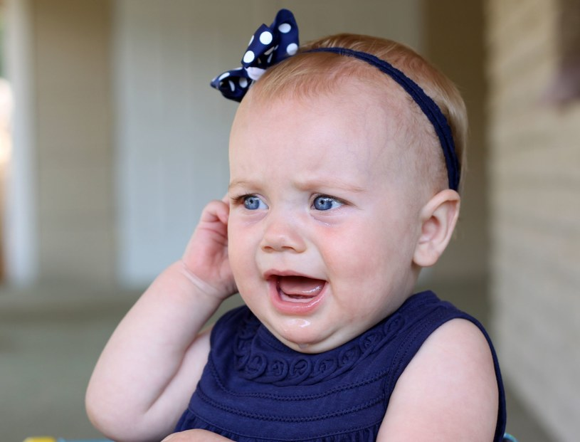 Zapalenie ucha u dziecka nie zawsze jest przesłanką do podania antybiotyku /123RF/PICSEL