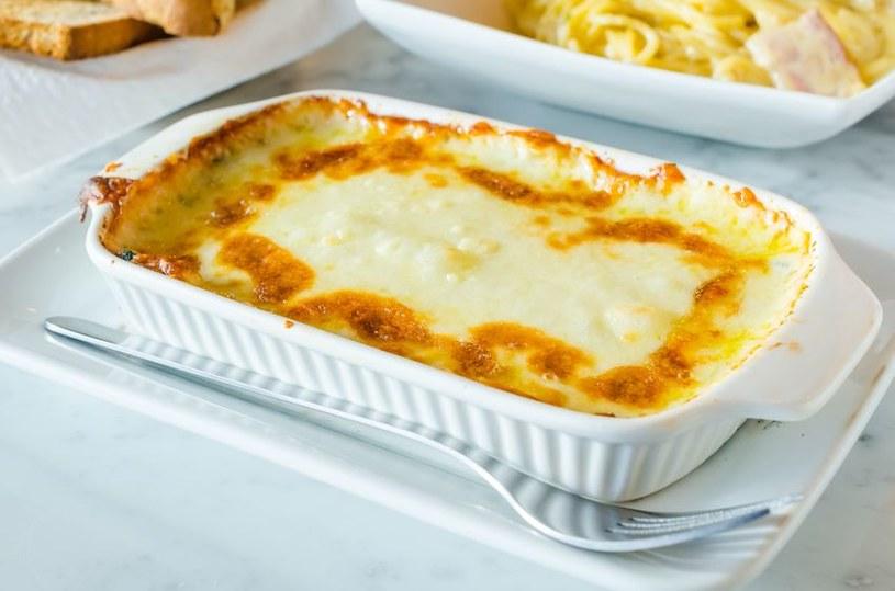 Zapiekanka to szybki sposób na obiad dla całej rodziny /123RF/PICSEL