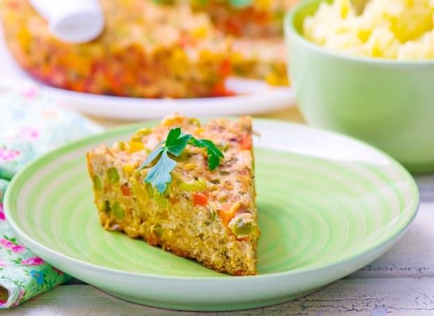 Zapiekanka z kurczakiem i warzywami /©123RF/PICSEL