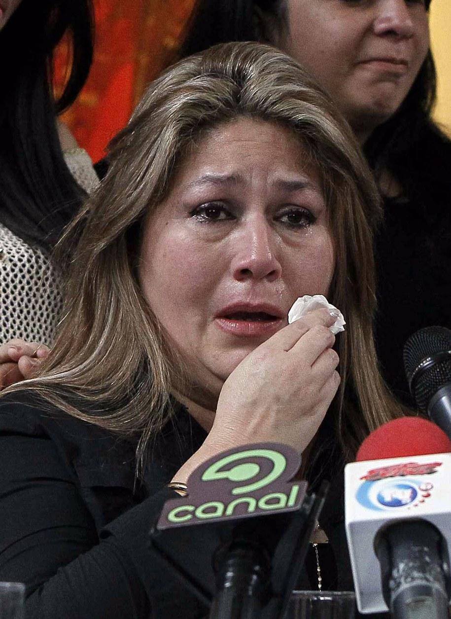 Zapłakana Floribeth Mora podczas konferencji prasowej /JEFFREY ARGUEDAS /PAP/EPA