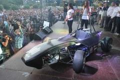 Zaprezentowano wyścigowy bolid stworzony przez studentów AGH