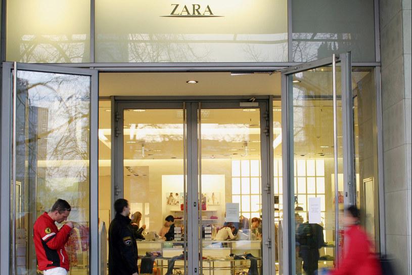 Zara, jedna z najpopularniejszych sieciówek na świecie, rokrocznie szokuje i budzi kontrowersje swoimi nietypowymi zagraniami reklamowymi /East News