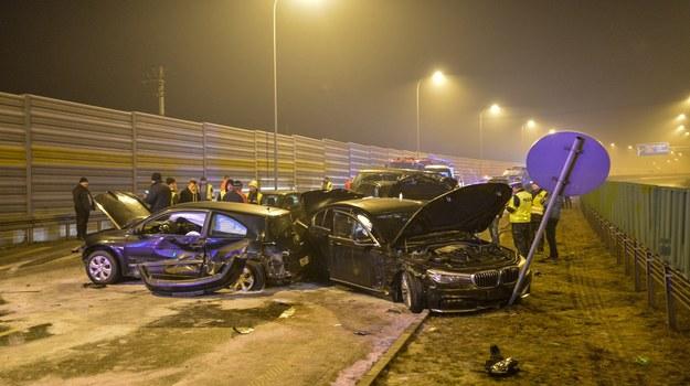Zaraz po wypadku posypały się oskarżenia, jakoby winę za niego ponosili kierowcy z kolumny eskortującej ministra Macierewicza /Paweł Skraba /Reporter