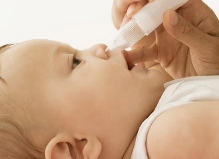Zarówno przy katarze infekcyjnym, jak i alergicznym pojawiają się dodatkowe dolegliwości