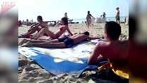 Żart na plaży. Uważaj, gdzie się kładziesz