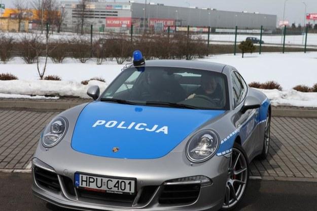Żart z policyjnymi porsche niezbyt się udał... /fot. Policja /