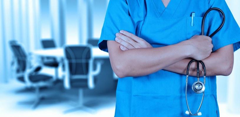 Zarządzenie nie zmienia stawki, jaką lekarz otrzyma za wystawienie pacjentowi karty diagnostyki i leczenia onkologicznego /123RF/PICSEL