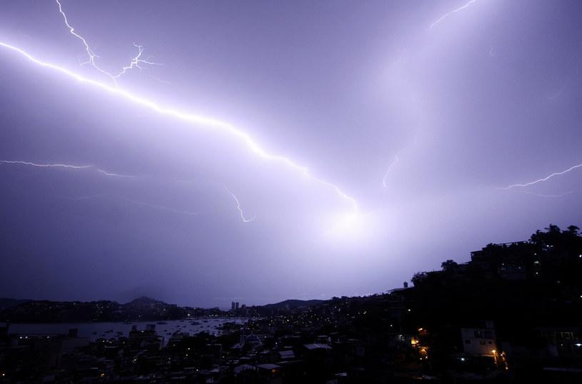 Zasiewanie chmur to metoda często wykorzystywana do manipulacji pogodą /AFP