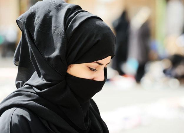 Zasłanianie twarzy zostało zakazane /123RF/PICSEL