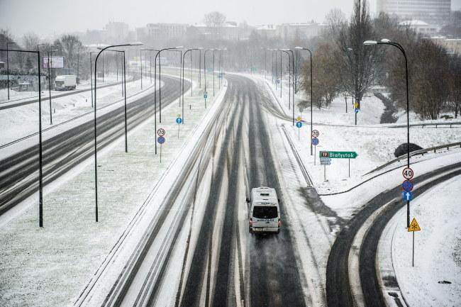 Zaśnieżone drogi w Lublinie [zdj. ilustracyjne] /PAP/Wojciech Pacewicz /PAP