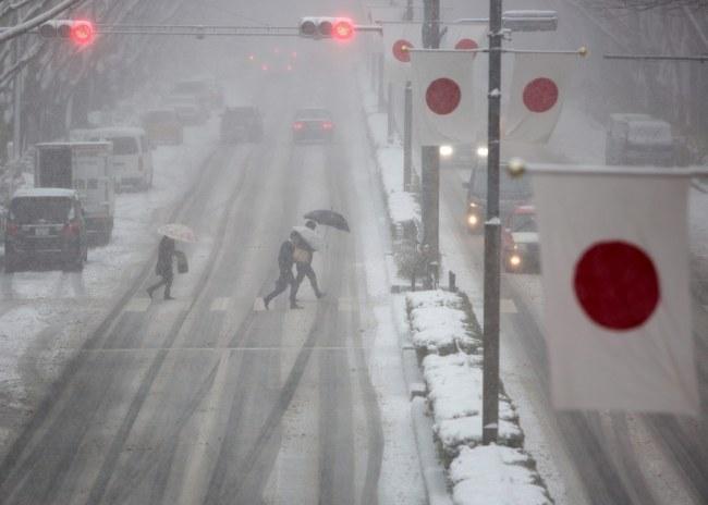 Zaśnieżone ulice Tokio /PAP/EPA/CHRISTOPHER JUE /PAP/EPA