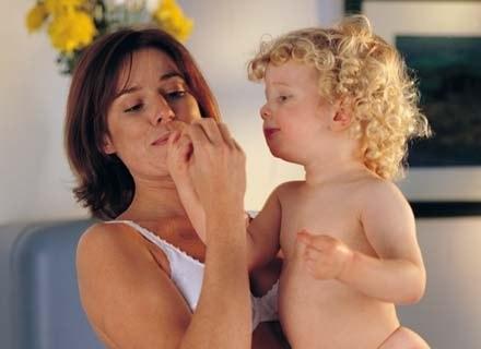 Zastanawiasz się, co robić, by skutecznie chronić brzdąca przed wiosennymi infekcjami? /Mam dziecko